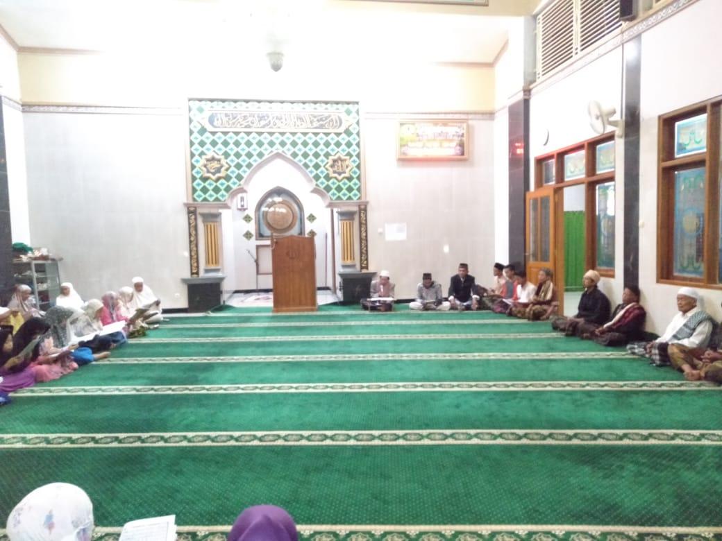 Peringati Nuzulul Qur'an, Jamaah Masjid Baitul Hikmah Desa Rembul Adakan Khotmil Qur'an